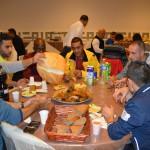 Vluchtelingen tijdens het diner